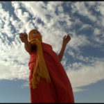 Marie-Anne en chèche, danse dans le désert