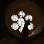 Improvisation dans une rosace de l'abbaye de Noirlac, à 6m de haut